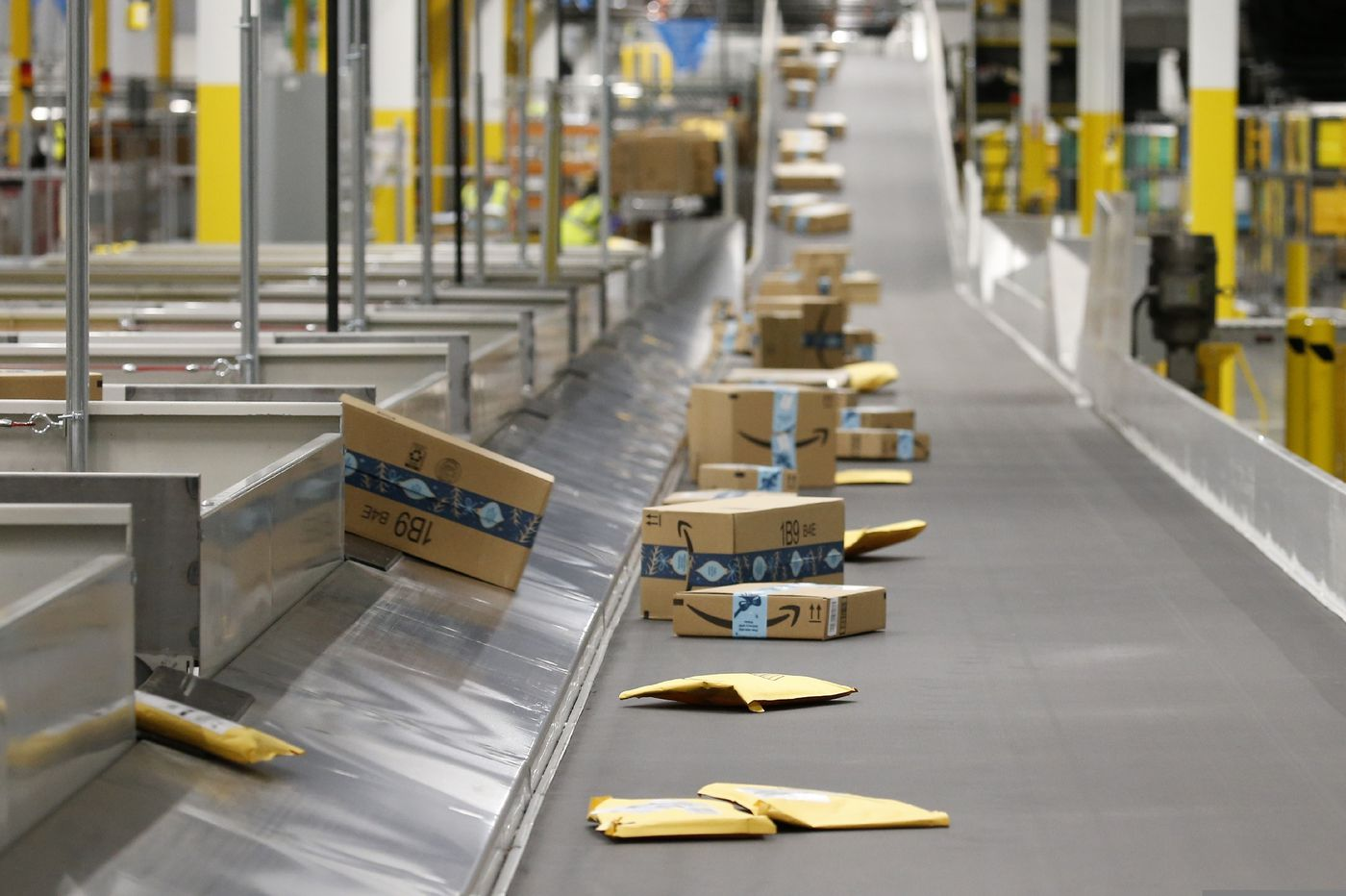 https://anysizedealsweek.com/wp-content/uploads/2020/03/Amazon-warehouse.jpg