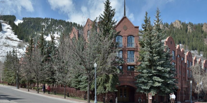 https://anysizedealsweek.com/wp-content/uploads/2020/07/Aspen_Saint_Regis_Hotel-860x430-1.jpg